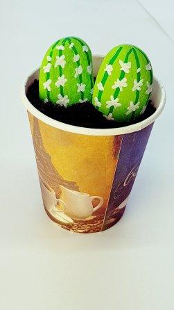 Como hacer una maceta de cactus con piedras y un vaso de café (Manualidades para niños con Posca y Pincello)